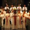 Ljuvlig stämning i kyrkan när Lucia skred in