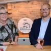 Kosta Boda hyllar glaskonst på Sandbergs