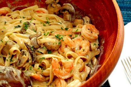 pasta räkor vitt vin grädde