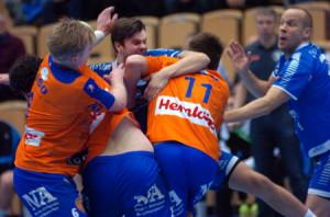 LIF-spelarna tog förre lagkamraten Joakim Bååk så hårt att tvingades utgå med skada.