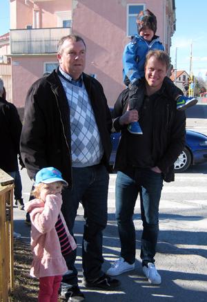 Nova med farfar Glenn Karlsson, samt Alex och Morgan Widén, hade alla en trevlig dag. En av de roligaste sakerna var nog brandbilarna, enligt Nova.