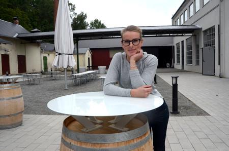 Veronica Carlsson ser lugn ut inför Bryggerikrogens öppnande på torsdagen, men skenet bedrar. I bakgrunden råder en febril aktivitet.