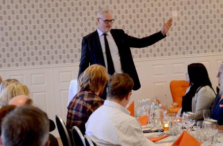 Bankens styrelseordförande Joakim Wessman invigde Bergslagens Sparbanks Sal.