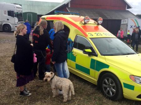 Ambulansen var en av de mest populära inslagen där branen stod i kö för att få provsitta.